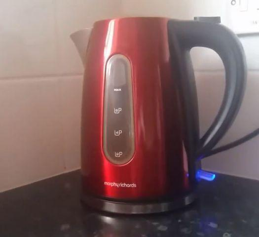 VIDEO: Kettles 'popping' as they boil | Times and Star