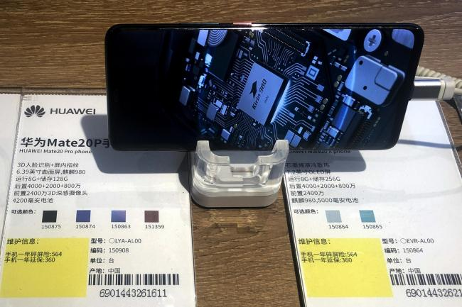A Huawei Mate20P smartphone model showing its own Kirin chip processor